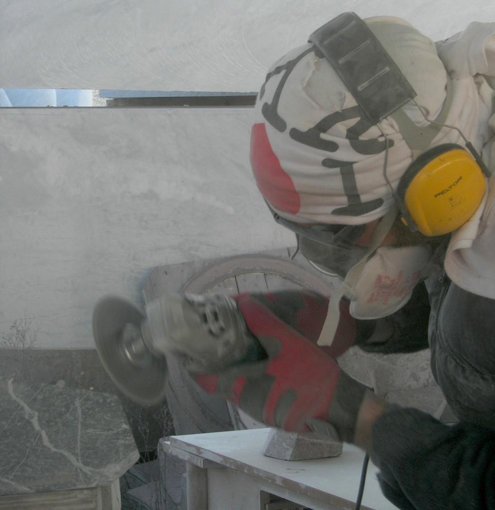 Giacomo Ravagli carving a smaller Barometro